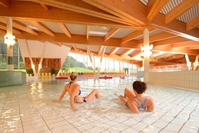 Schwimmbecken in der Therme Amadé